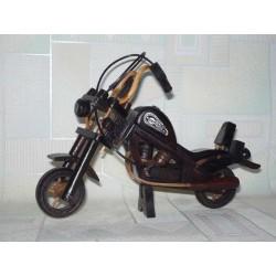 MOTOCYKL DREWNIANY 20 CM (JASNE I CIEMNE)
