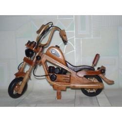 MOTOCYKL DREWNIANY 25 CM (JASNE I CIEMNE)